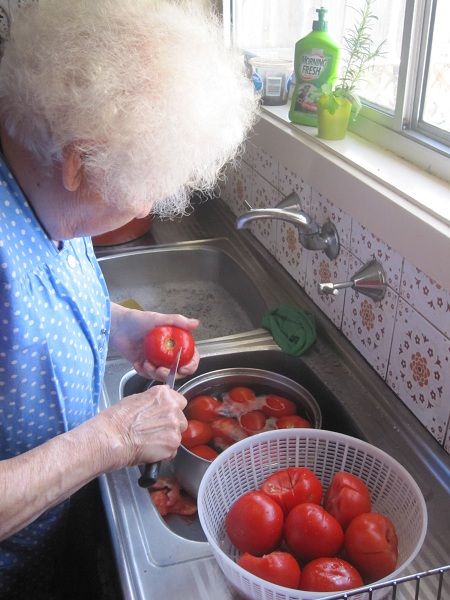 Nonna cutting tomatoes
